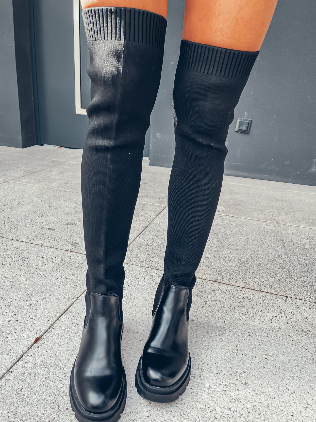 FITTED HIGH BLACK ANKLE BOOTS